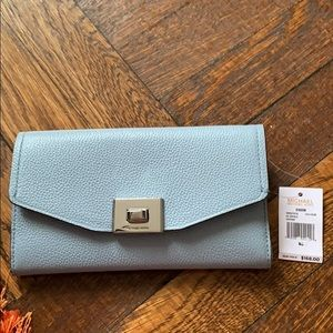 🌹BRAND NEW MICHAEL KORS CARRYALL LEATHER WALLET🌹